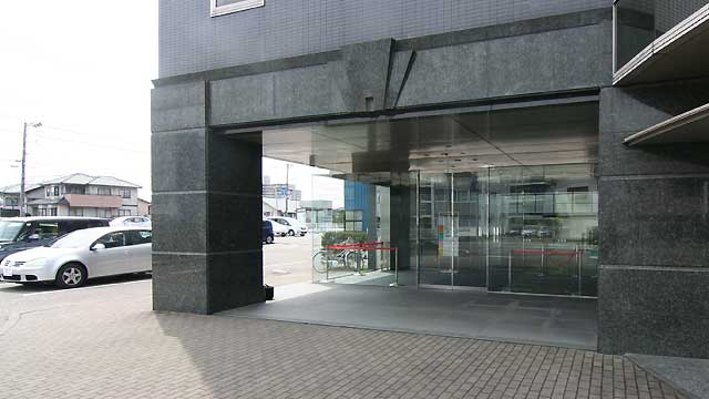 事務所ビルの入口